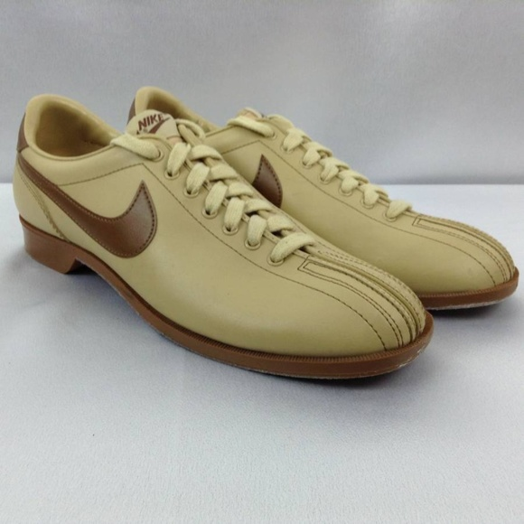8acc8addc3d56e Vintage 1980 s NIKE Men s Bowling Shoes Brown 11.5.  M 5b4282769fe486faa3aed67a